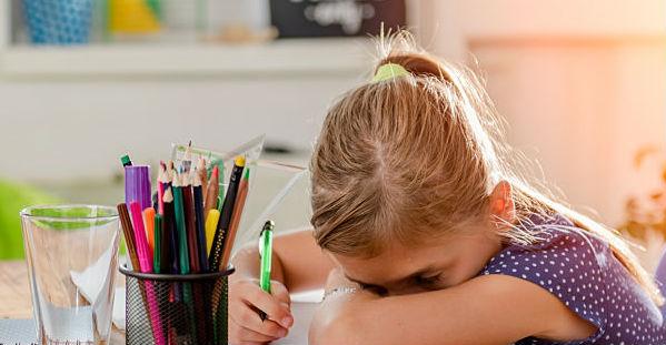 איך לעזור לילד עם ליקויי למידה להצליח בלימודים?